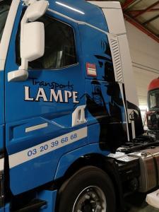 Flocage sur poids-lourd de transport lampe à Lille